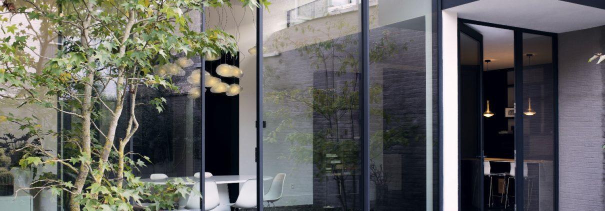 Grandi vetrate: tutti I perché della tendenza minimalista