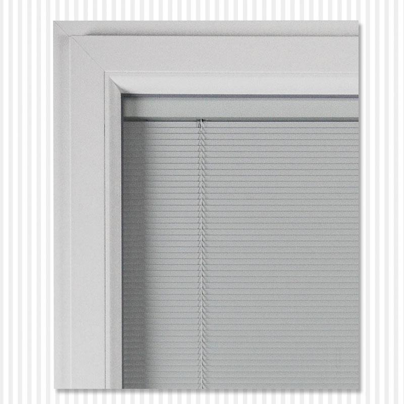 Particolare di Veneziane su angolo finestra | DF Serramenti