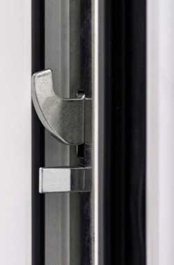 Dettaglio scrocco portoncino in Alluminio Kopen | DF Serramenti