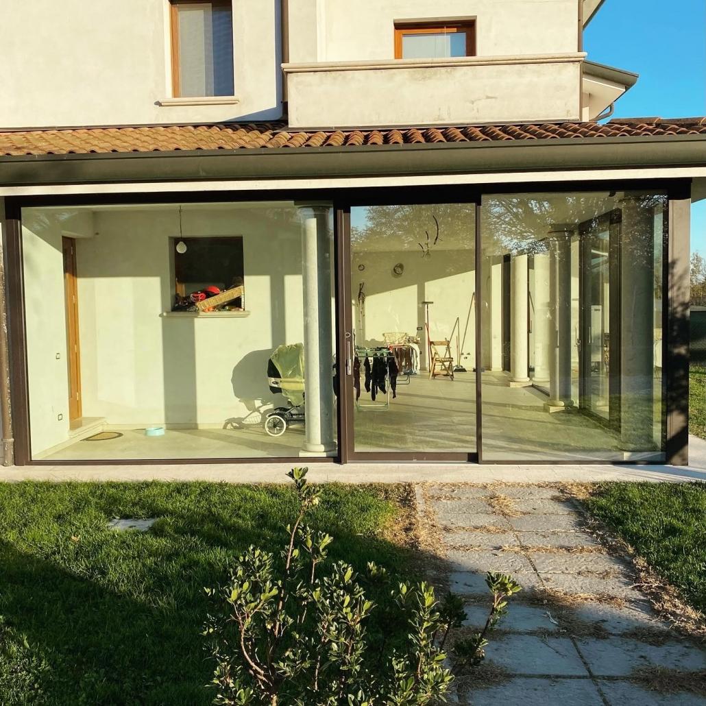 vetrate in alluminio air slide marrone RTX 8019 DF Serramenti Padova
